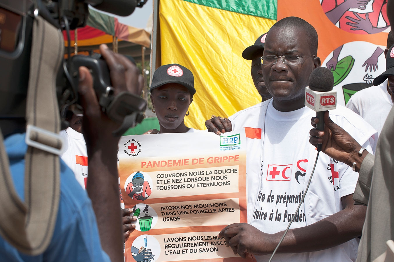 <p>Dr Abdoulaya Wone of the Senegal Red Cross speaks to the media about the IFRC's Human Pandemic Preparedness program in Tivouane, Senegal</p>